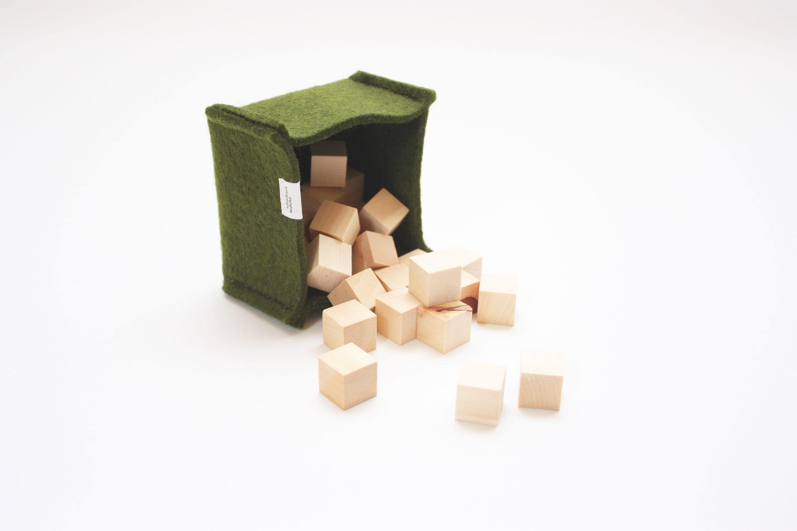 filztasche-grün-holzwürfel